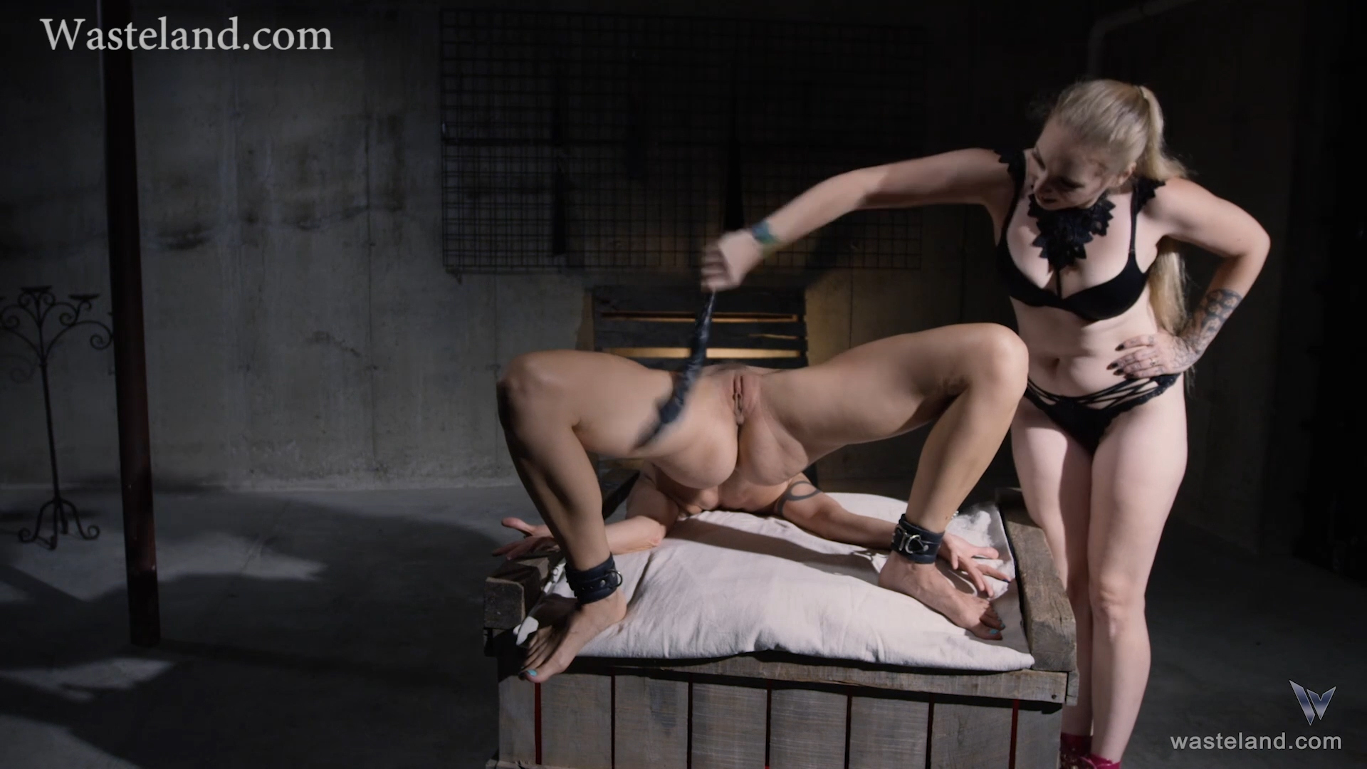 delirious hunter fisting lesbina bdsm