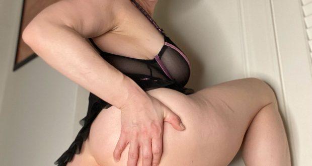 June Ann's Butt Plug Fetish Friday!